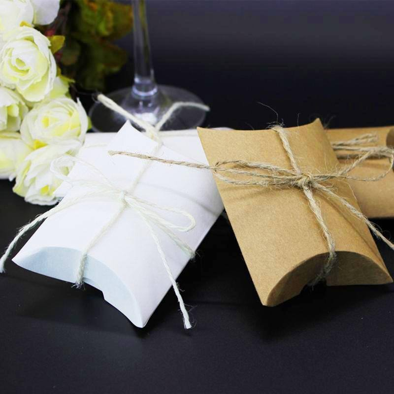 10 Pcs / lot Kraft Pillow Shape Wedding Favor Gift Box Party Candy Gift Bag Case Gifts Mini Cute